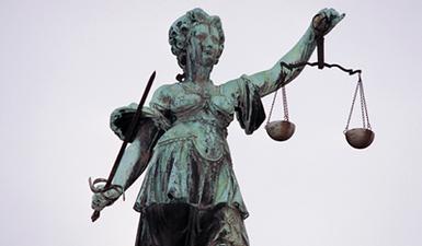 Recht und Gebühren